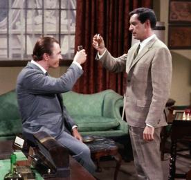 """Taal Jankowski (John Colicos) unwittingly shares a drink with his enemy, Rollin Hand (Martin Landau), in """"The Reluctant Dragon"""""""
