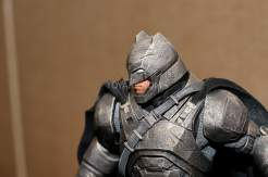 Statuette DC Collectibles de Batman en armure dans Batman v Superman