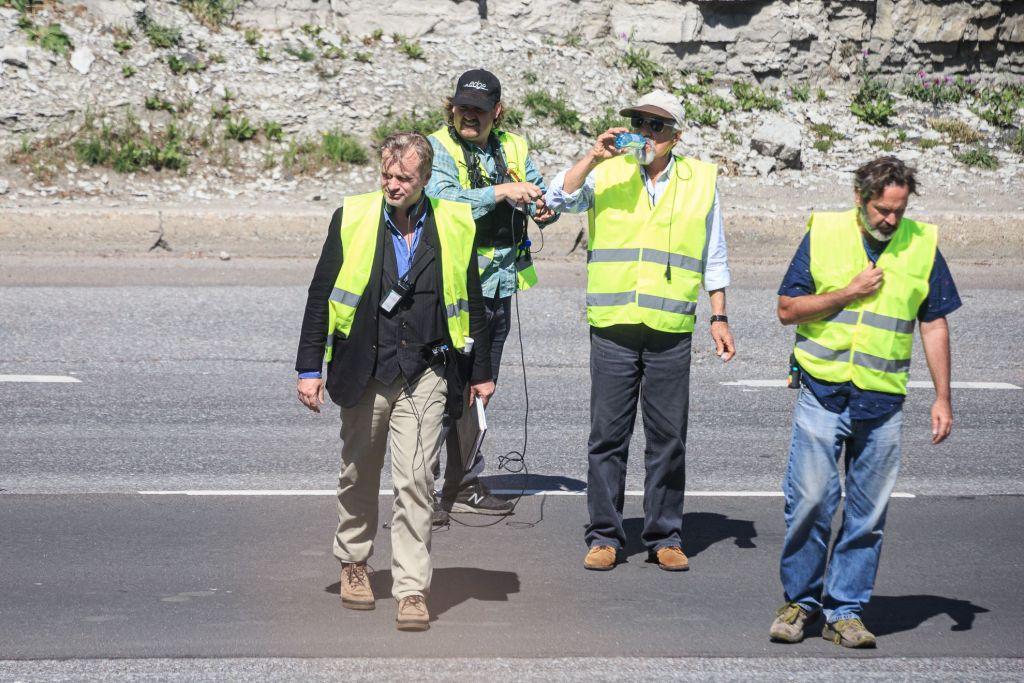 Christopher Nolan pendant le tournage de Tenet sur Laagna tee, Tallinn, Estonie, le 13 juillet 2019