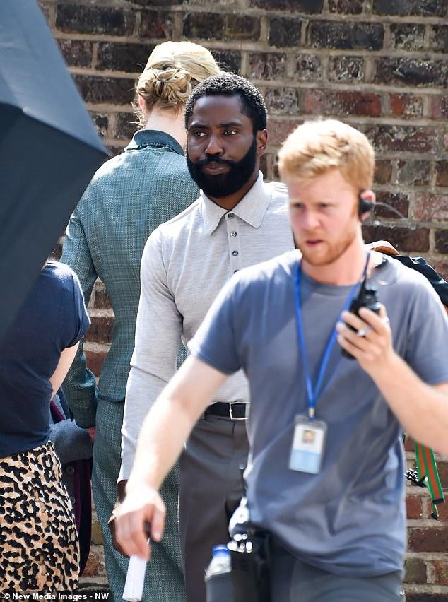 John David Washington et Elizabeth Debicki pendant le tournage de Tenet à Hampstead, au nord de Londres, le 27 août 2019
