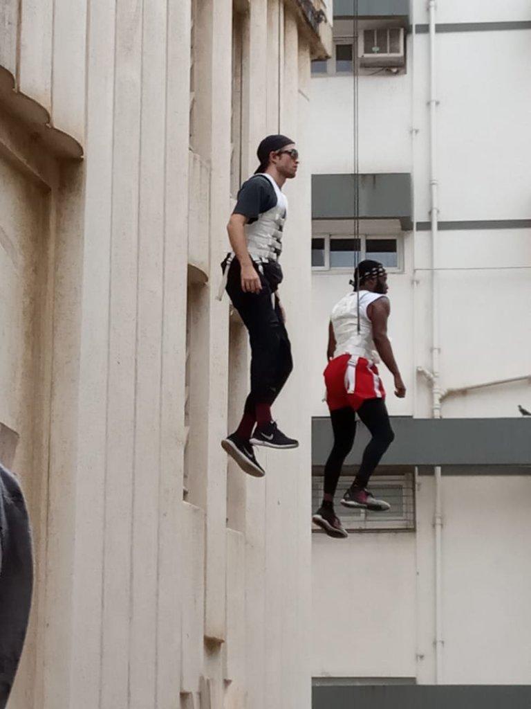 Robert Pattinson et John David Washington pendant le tournage de Tenet à Mumbai, Inde, le 20 septembre 2019