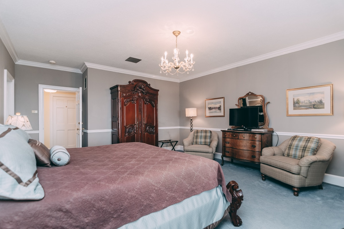 Camelot Room - Christopher Place Resort - 4