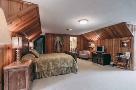 Woodland Escape Room - Christopher Place Resort 5