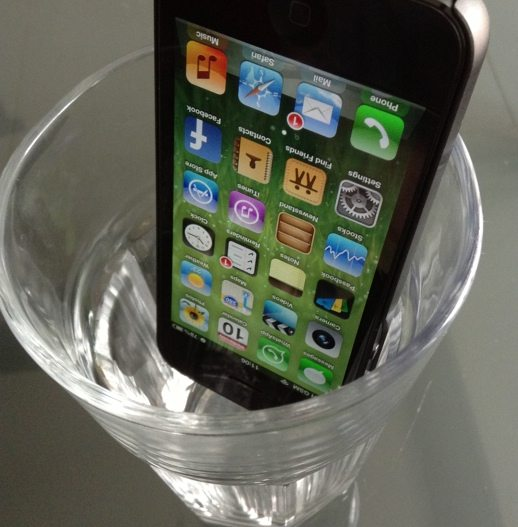 Can putting your iPhone in a glass really improve reception?