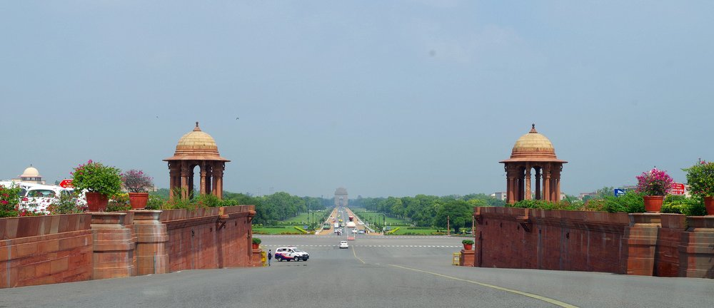 India gate from far