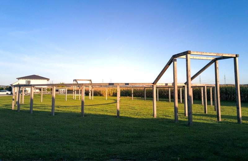 Römer Donaulimes Künzing Amphitheater Holz