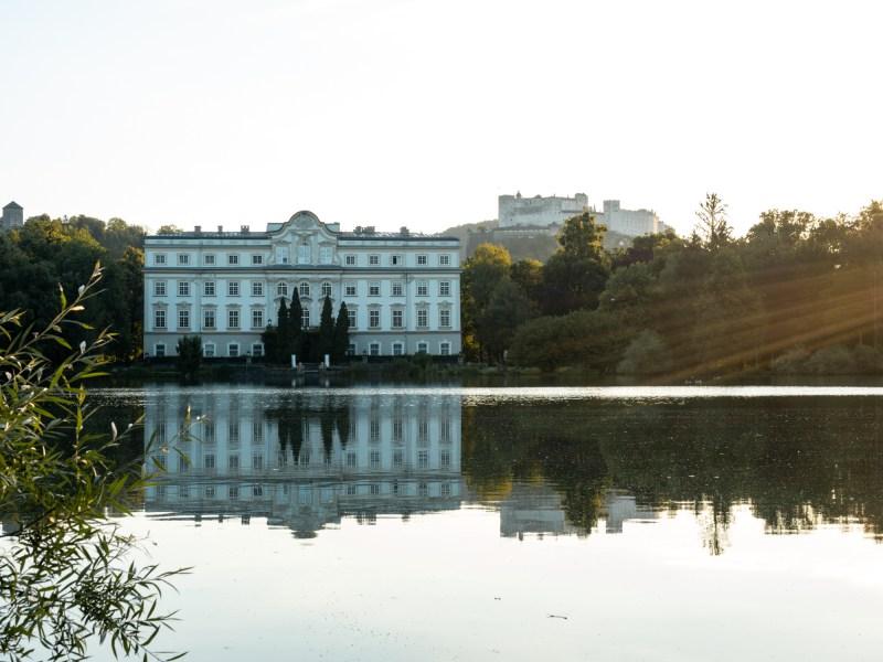 Schloss Leopoldskron Weiher Salzburg Sonnenaufgang