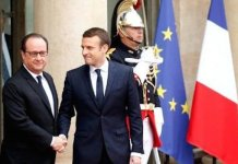 Hollande welcomes Macron to Elysee Palace