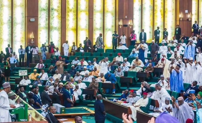 Lawmakers attempted to disrupt the 2019 budget presentation by President Muhammadu Buhari