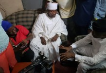 Vice President Yemi Osinbajo has taken his door-to-door campaign to the family of Abidoun Rasheed in Lagos
