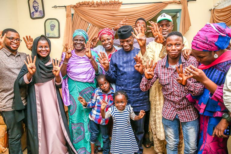 The family of Alhaji Yekini Aminu received VP Osinbajo at their home