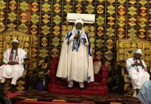 Emir of Daura, Alhaji Umar Farouk Umar, with President Buhari, (left) and Governor Masari(right)