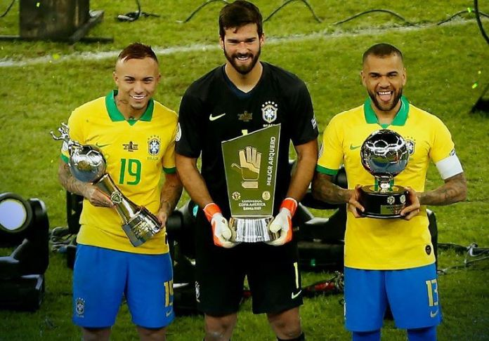 Everton wins top scorer, Alison wins clean sheet and captain Dani Alves best player award