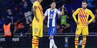 Espanyol's Chinese forward Wu Lei (C)