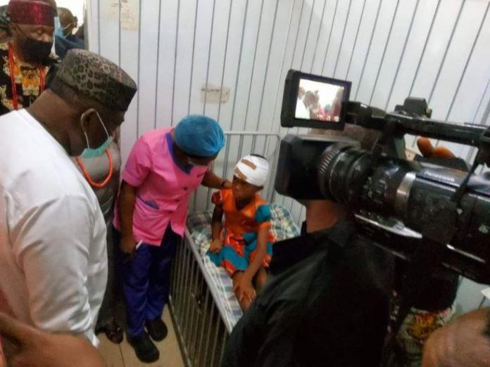 Governor Ugwuanyi of Enugu engages an injured pupil