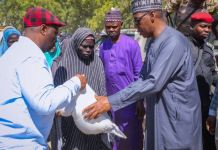 Governor Babagana Zulum shares food to the vulnerable in Gwoza