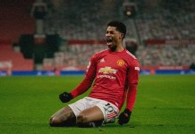 rashford celebrates man utd win