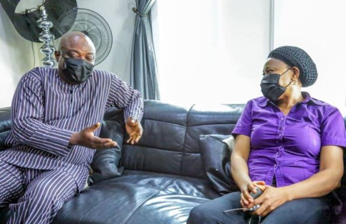 Mudashiru Obasa visits the bereaved family of Odumakin 2