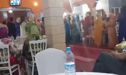 قائد يعربد داخل حفل زفاف ويصور العرس بهاتفه النقال