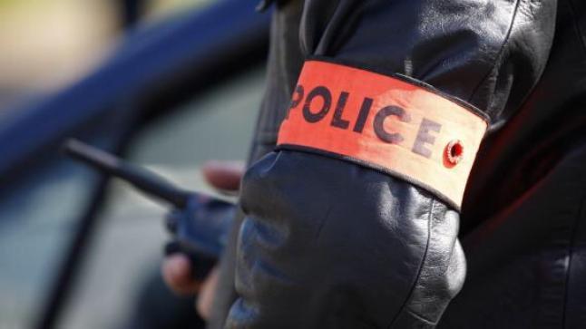 الرشوة تجرّ موظف شرطة للتحقيق