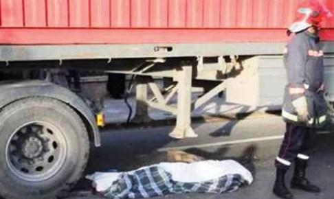 أيت ملول…شاحنة من الحجم الكبير تحول جسد شاب إلى أشلاء