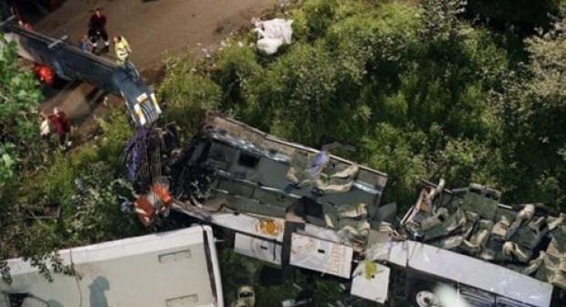 شجار بين سائق وراكبة يتسبب في سقوط حافلة من فوق جسر