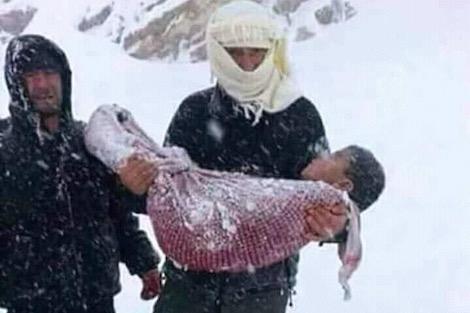 الداخلية : هذه هي حقيقة الصورة المتداولة حول وفاة طفل بمنطقة الأطلس