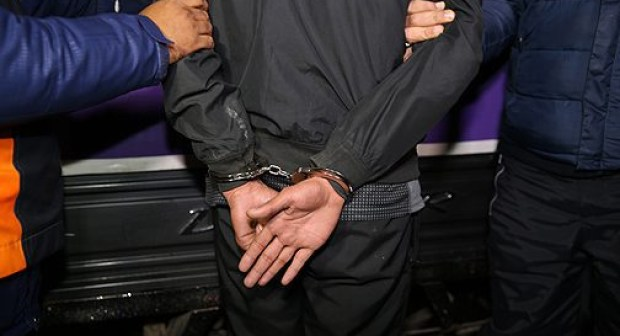 """اعتقال """"شرطي مزيف"""" في حالة سكر يوقف المواطنين و يفتش جيوبهم"""
