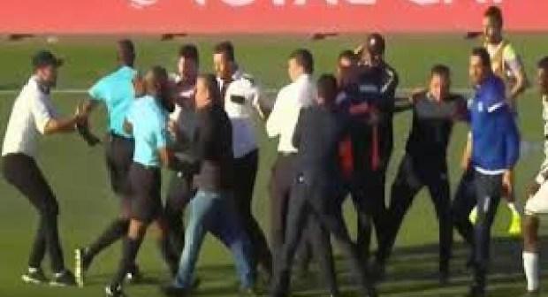 """""""الكـاف"""" يفرض عقوبات """"خفيفة"""" على الصفاقسي التونسي بعد أحداث مباراة بركان"""
