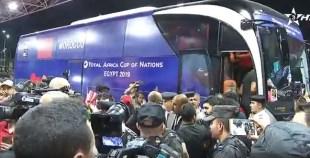إستقبال جماهيري كبير لحظة وصول لاعبي المنتحب المغربي للقاهرة