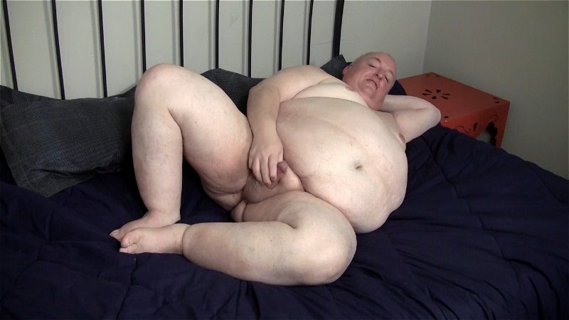 fat dude wanks off his dick