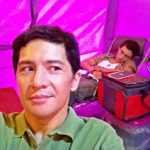 Inside our tent during taping breaks. A sleepy Bodie Cruz behind me. Haha!