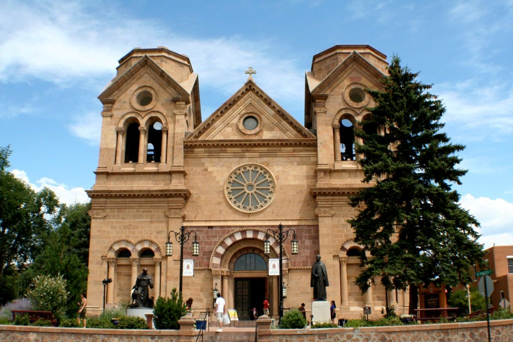 The Aquinas Newman Center and the Traditionalists