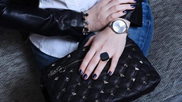 woman_purse_bg