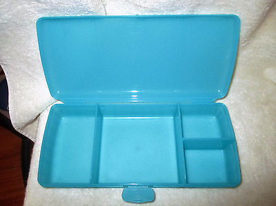tupperware-blue-sandwich-lunch-box-keeper-with-compartments-_1