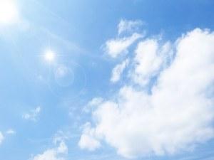 紫外線の強そうな青い空