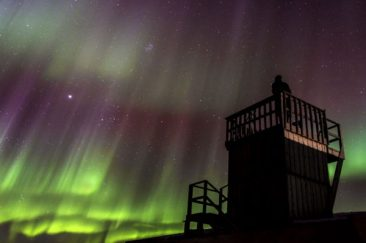 Northern lights from the viewing tower at Seal River Heritage Lodge.