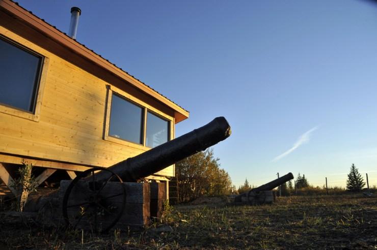Old ship cannons in front of Nanuk Polar Bear Lodge.