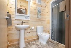 bathroom-churchill-wild-seal-river-heritage-lodge-scott-zielke