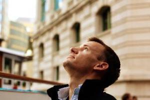 Man_looking_up_to_heaven.jpg