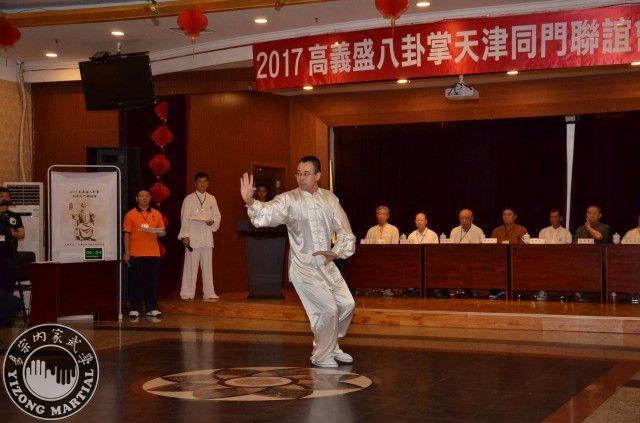 李水龍表演五個龍形