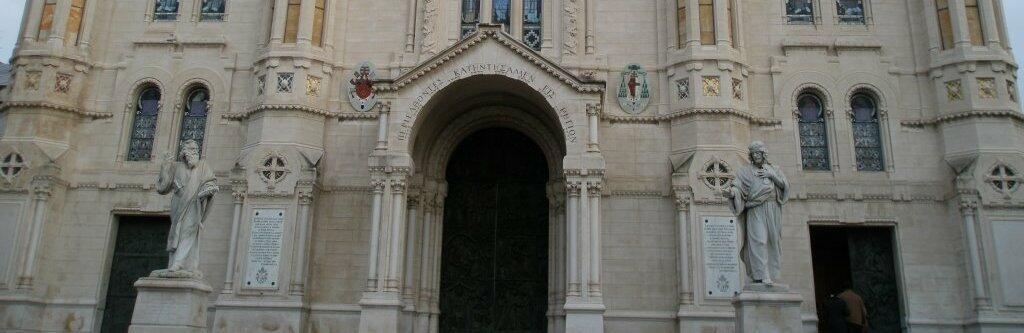 Arcivescovo di Reggio Calabria sospende parroco indagato per rapporti sessuali con minorenni