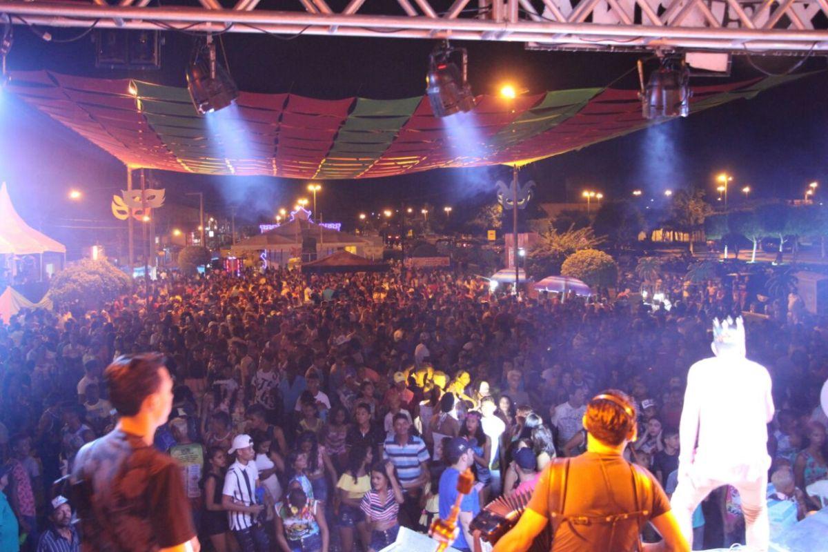 Abertura do Carnaval de Nova Olinda do Maranhão com muita animação e alegria