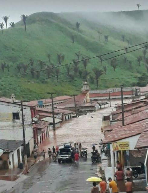 Marajá do Sena sofre com alagamento
