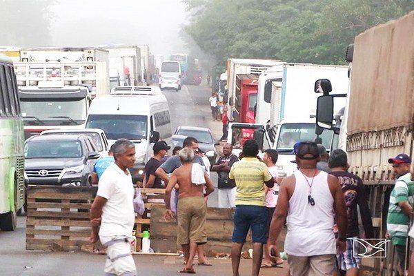 Protesto de caminhoneiros ameaça abastecimento