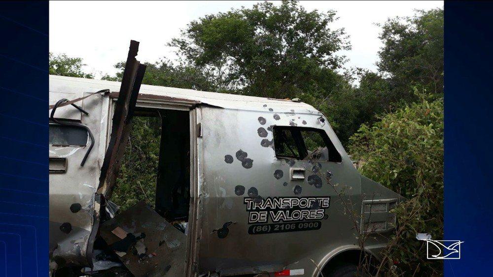 Bandidos explodem carro-forte em São Bernardo do Maranhão