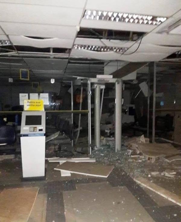 Bandidos explodem duas agências bancárias no Maranhão