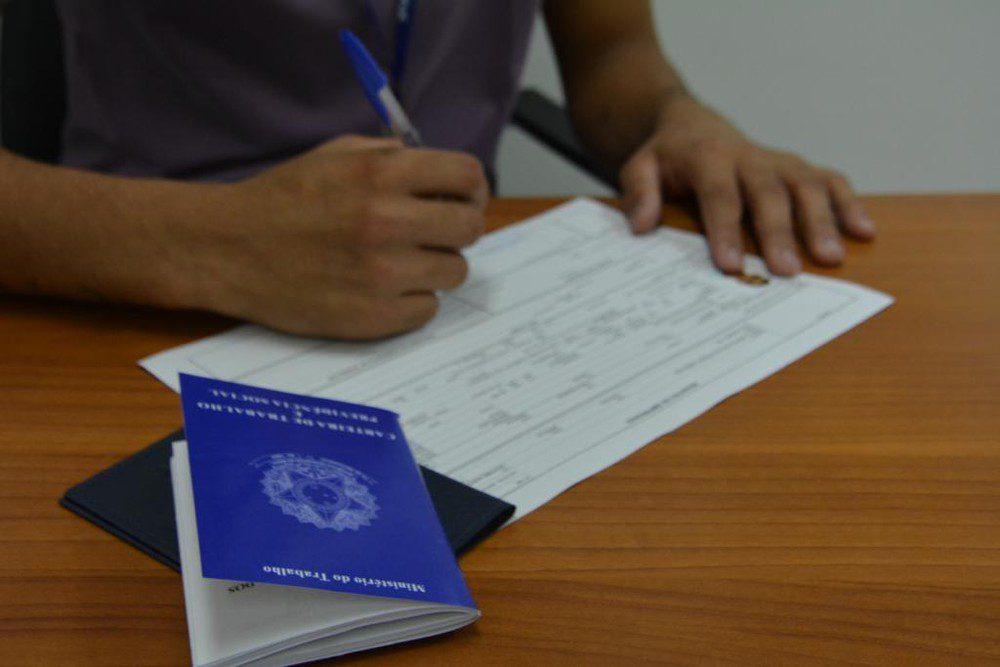 6 em cada 10 maranhenses trabalham sem carteira assinada, aponta IBGE