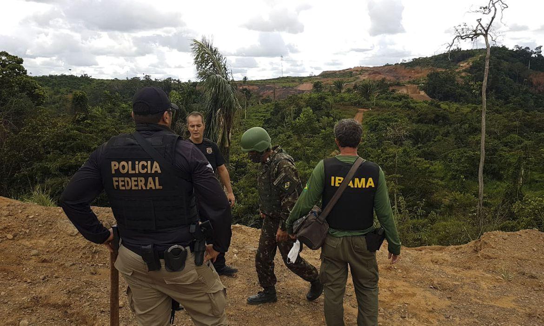 Operação Verde Brasil 2 apreende máquinas, veículos e drogas