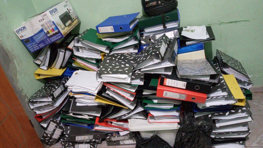 Polícia prende suspeitos de ocultação de documentos públicos